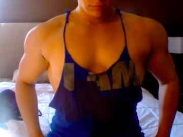 Latina FBB Pecs Flexing On Cam