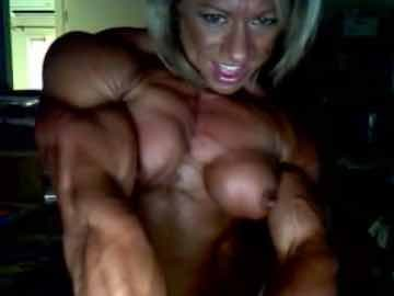 MILF Bodybuilder Flexing Her Muscles On Webcam